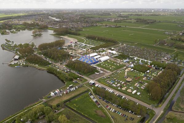 luchtfoto van anwb outdoor en kampeerdagen